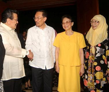 anwar-with-cory-and-erap.jpg
