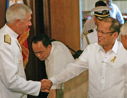 Admiral Locklear being received by President Aquino.