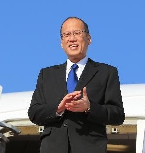 Pres. Aquino arrives in Beijing. Photo by Xinhua.