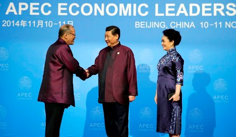 President Aquino is welcomed by China's President, APEC 2014 in Beijing.