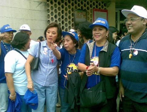 Harry Roque with Rep. Gina de Venecia and Precy Lopez-Psinakis in a rally against Gloria Arroyo's attempt to change Constitution in 2009.