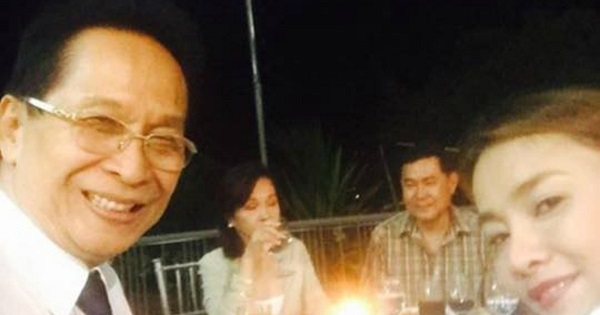 Duterte lawyer Salvador Panelo took a selfie when he attended  Gloria Arroyo's birthday party in La Vista last April 5.