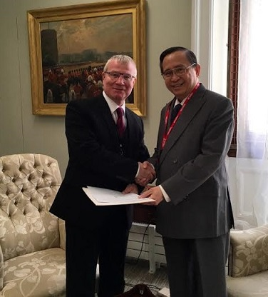 Ambassador Evan P. Garcia presents his credentials to Mr Julian Evans, Vice-Marshal of the Diplomatic Corps and Director for Protocol at the Foreign & Commonwealth Office
