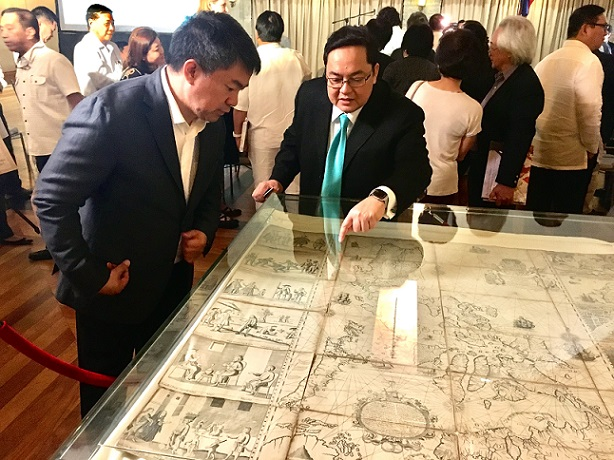 IT businessman Mel Velarde explains to Senate President Aquilino Pimentel III the Murillo-Velarde map he bought in a Sotheby auction in London for P12 million two years ago.