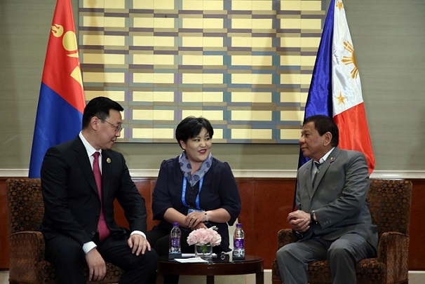 Pres. Duterte and Mongolian Prime Minister Jargaltulgyn Erdenebat held bilateral talks in Beijing. Malacañang photo.